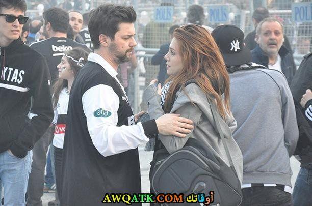 صورة الشين اثناء مبارة كرة قدم مع حبيبها