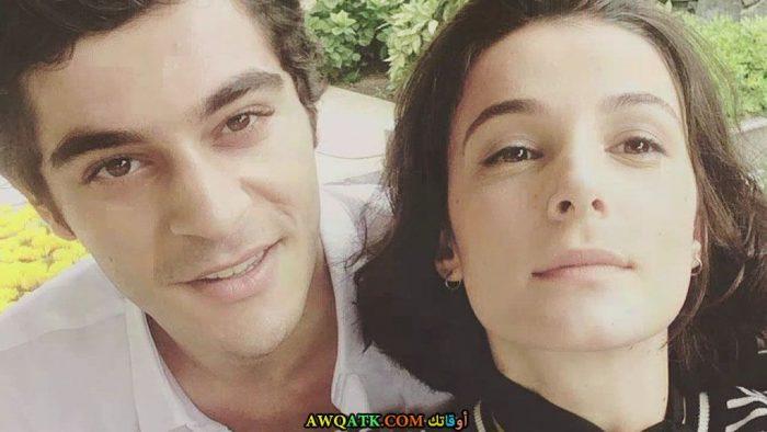 صورة جميلة روعة للفنان التركي بوراك دينيز مع حبيبته