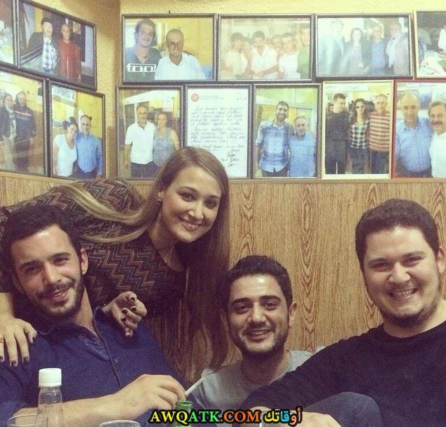 صورة بيريش وأصدقاءه