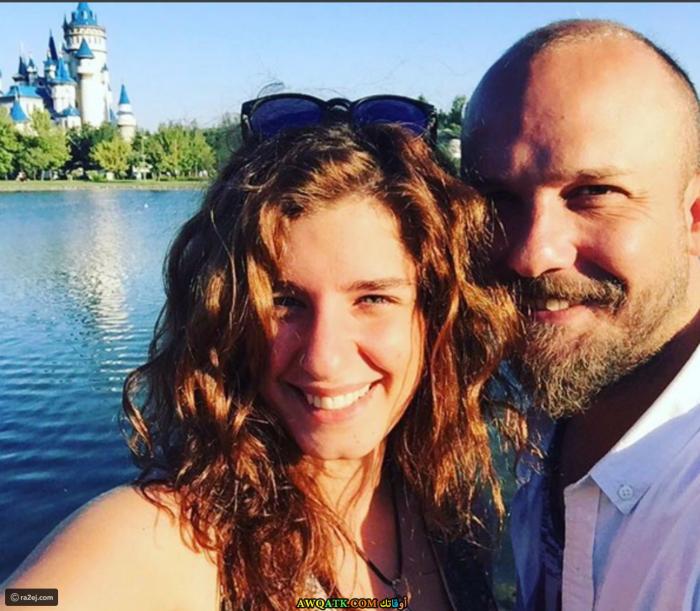 الفنانة سانام يليس صورة جميلة و جديدة مع زوجها