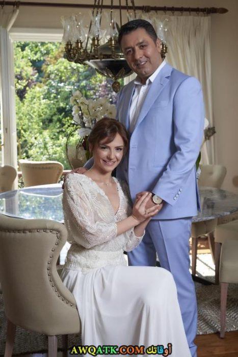 صورة للفنانة التركية سينام اوزتورك و زوجها