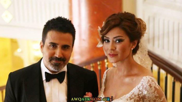 صورة عائلية للفنان التركي إمره اردوغان و زوجته