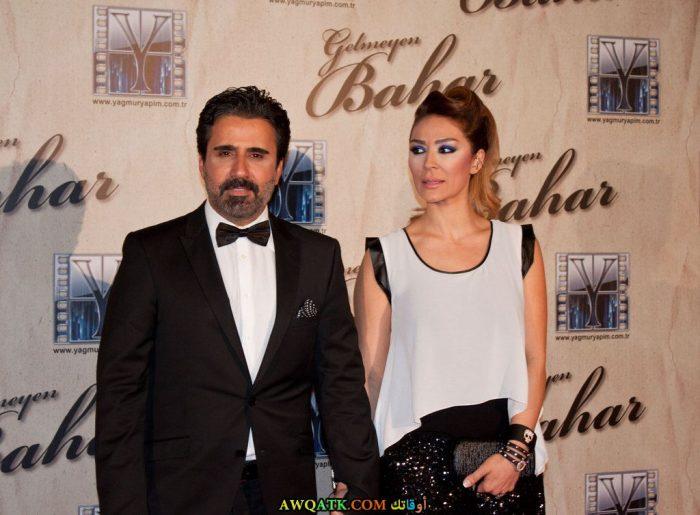 صورة الفنان التركي إمره اردوغان (إمره أبيك) وزوجته
