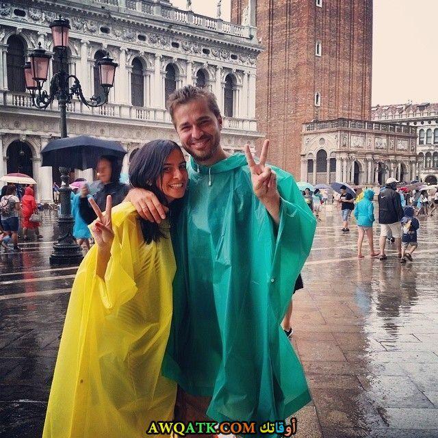 صورة الفنان التركي إنجين ألتان دوزياتان وزوجته