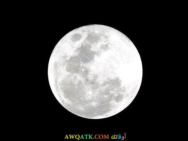 صورة للقمر في قمة إضاءته