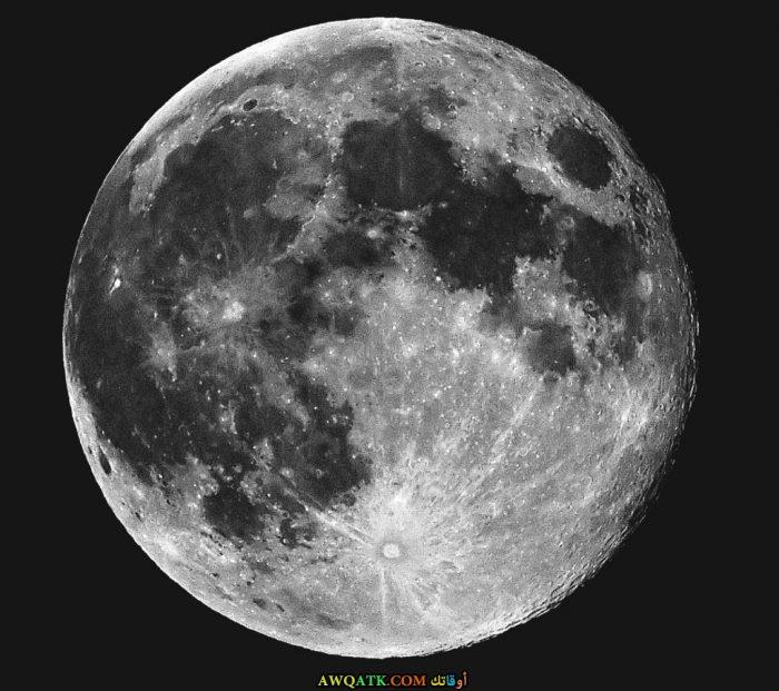 صورة معتمة للقمر