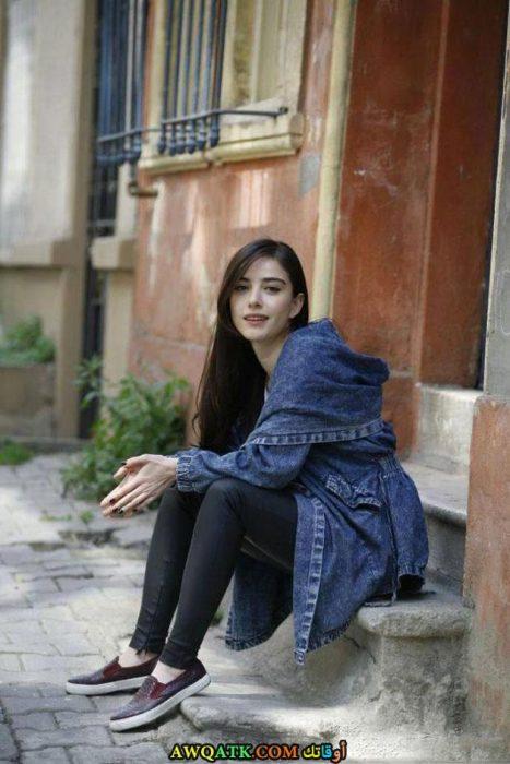 أحلى وأروع بوستر للفنانة التركية أوزجي جوريل