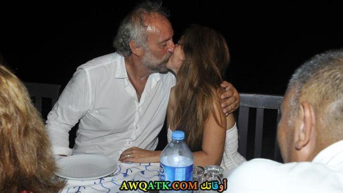 صورة الفنان التركي ايجي ايدين وزوجته