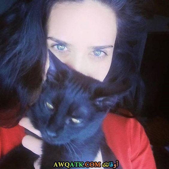 بنجي أوزتورك مع قطتها