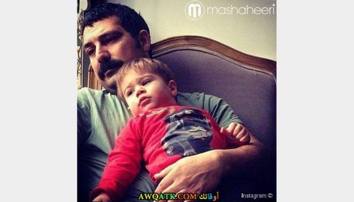 أحدث وأجدد صورة للفنان التركي بولنت إينال مع ابنه