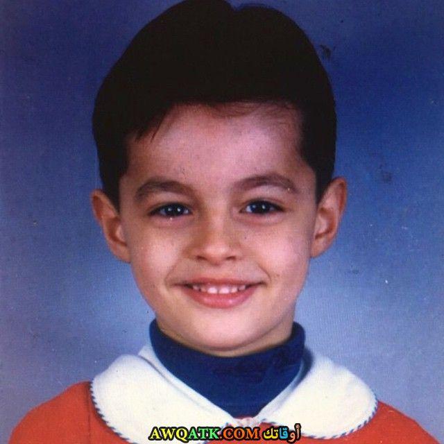 صورة الفنان التركي بيرك أتان وهو طفل صورة قديمة نادرة