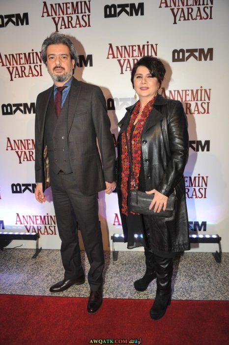 صورة الفنانة التركية ديفريم ياقوت وزوجها