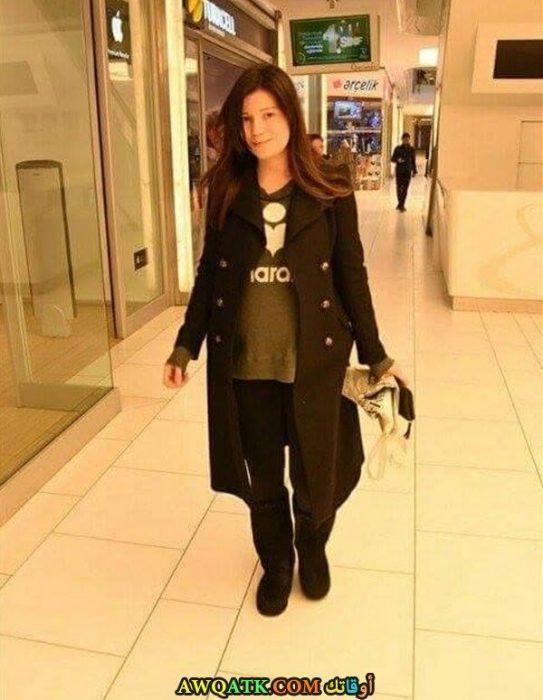 صورة جديدة للنجمة التركية سلمى أرجيك وهي حامل