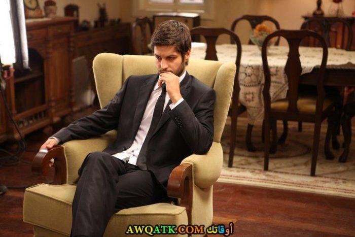 سيرهات تيومان في دور مسعود بطل المسلسل التركى اغنية حب