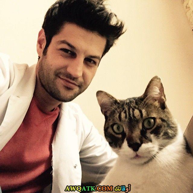 سيرهات تيومان مع قطته