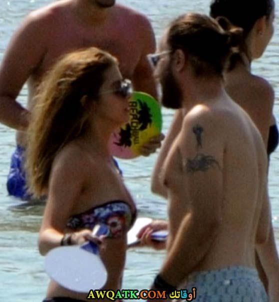 سيلين شكرجي مع حبيبها على الشاطئ