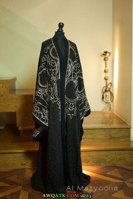 عباية خليجي باللون الأسود روعة مطرزة باللون الأبيض