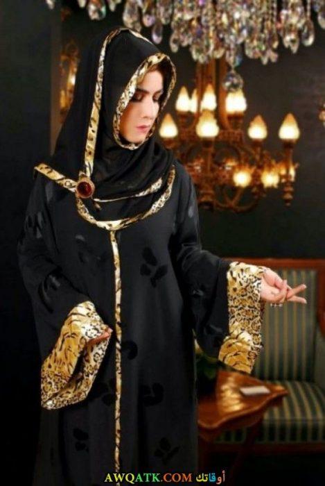 عباية خليجي باللون الأسود روعة مطرزة باللون الذهبي