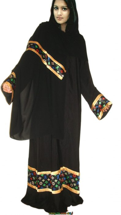 عباية خليجي باللون الأسود واسعة مطرزة باللون الذهبي