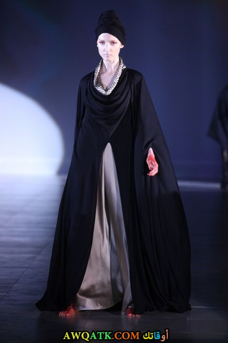 عباية حرير جميلة باللون الأسود و الرمادي واسعة