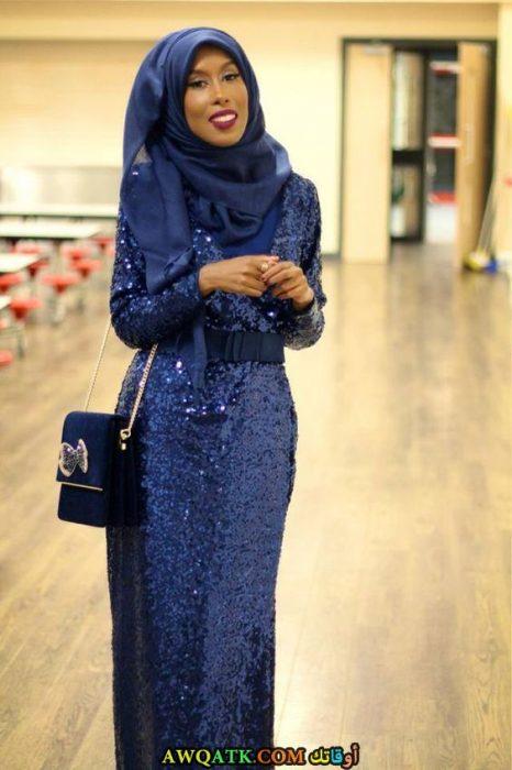عباية سواريه زرقاء مغطاة بالترتربكم طويل تناسب المحجبات