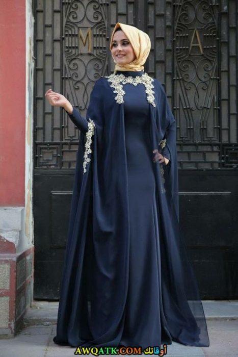 عباية سواريه حرير عليها كاب شيفون مطرز باللون الفضي