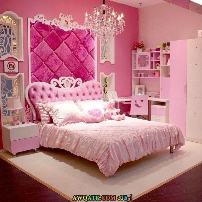 غرفة نوم فخمة باللون البينك