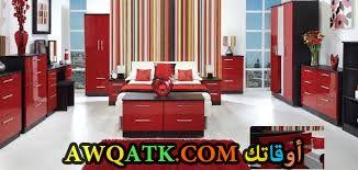 غرفة نوم كلاسيكية باللون الأحمر
