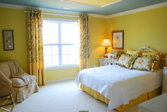 غرفة نوم جميلة جداً صفراء