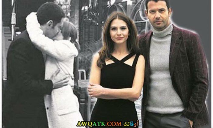 صورة عائلية للفنان التركي كرم جيم مع حبيبته اوزجي اصار