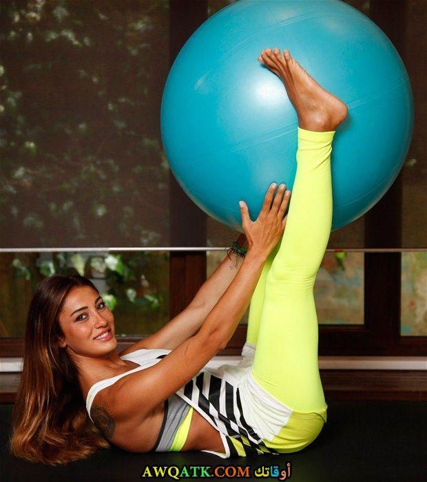 أحلى صورة للفنانة الجميلة ميرفي اوفلاز أثناء ممارستها الرياضة