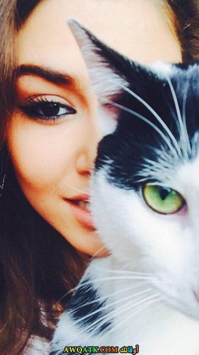 أجمل وأحلى صورة الفنانة هاندا ارتشيل مع قطتها