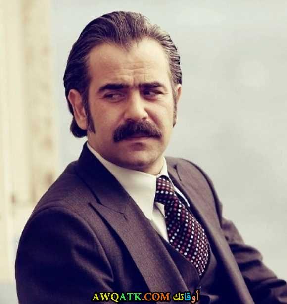 صورة قديمة ورائعة للنجم التركي يورداير اوكور