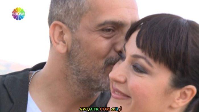 صورة الفنانة التركية يونكا شاهينباش وزوجها