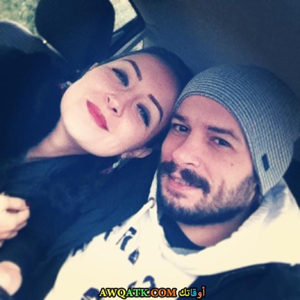 صورة الفنان التركي انيل ايلتير وزوجته