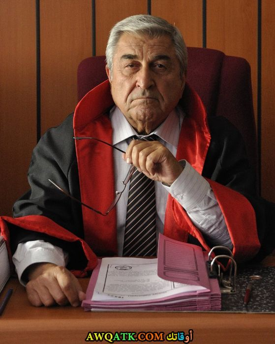 صورة الفنان التركي سيهات تامر داخل عمل