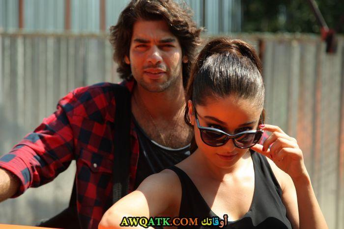 صورة الفنان التركي شوكرو أوزيلديز وحبيبته