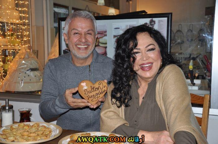 صورة الفنان التركي طلعت بولوت وزوجته