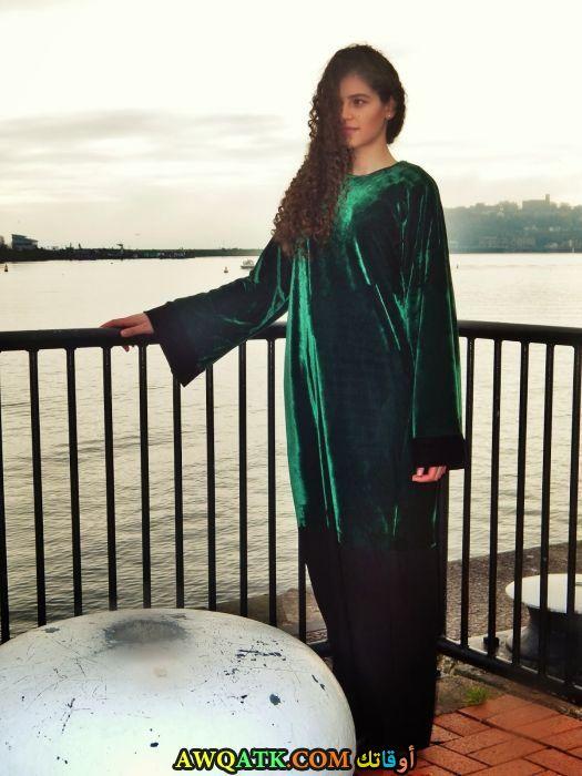 عباية خليجي جميلة ورقيقة باللون الأخضر