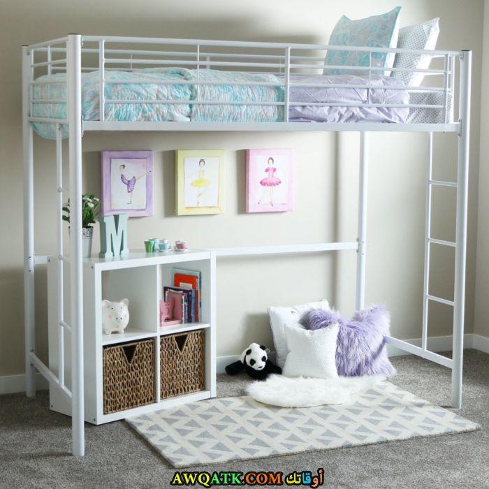 غرفة نوم بيضاء حديد