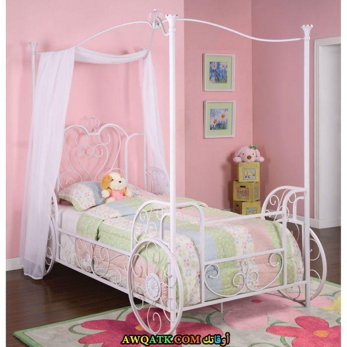 غرفة نوم باللون البنك روعة