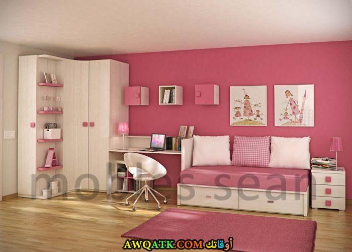 غرفة نوم عملية باللون البينك