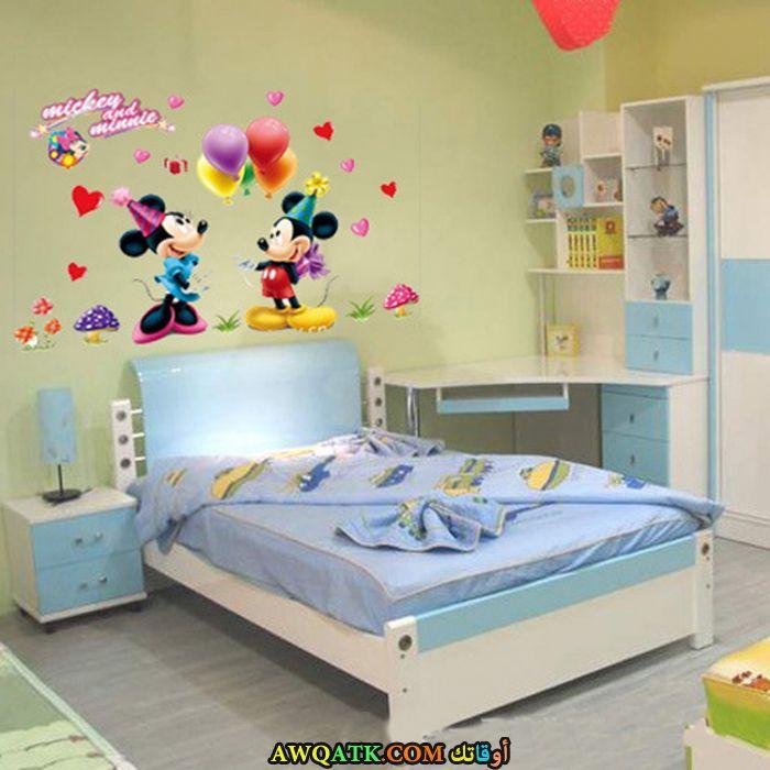 غرفة نوم رائعة وجميلة باللون اللبني