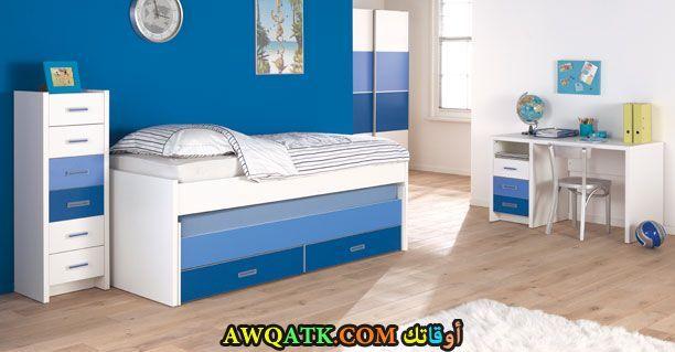 غرفة نوم باللون اللبني للمساحة الصغيرة