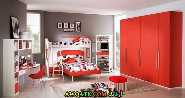 غرفة نوم أطفال حمراء