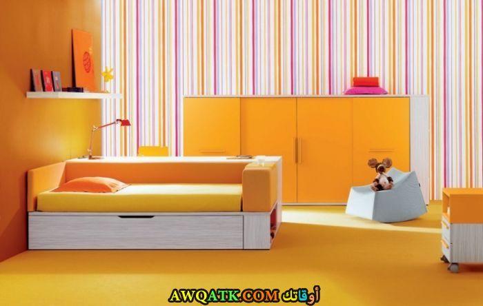غرفة نوم بسيطة جداً وهادئة