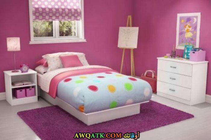 غرفة نوم بسيطة جداً وجميلة
