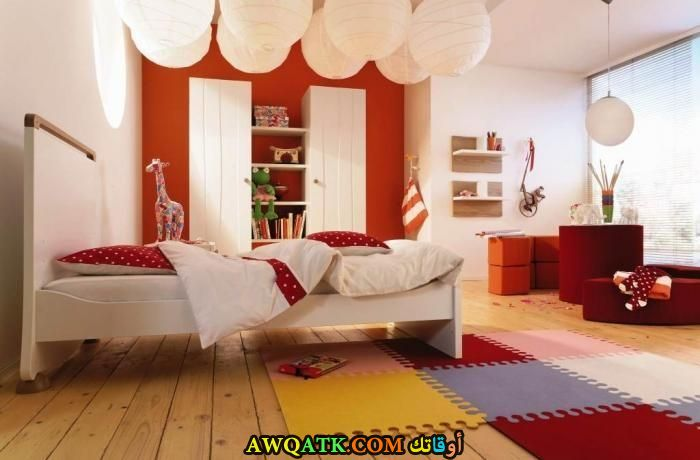 غرفة نوم شيك باللون الأحمر