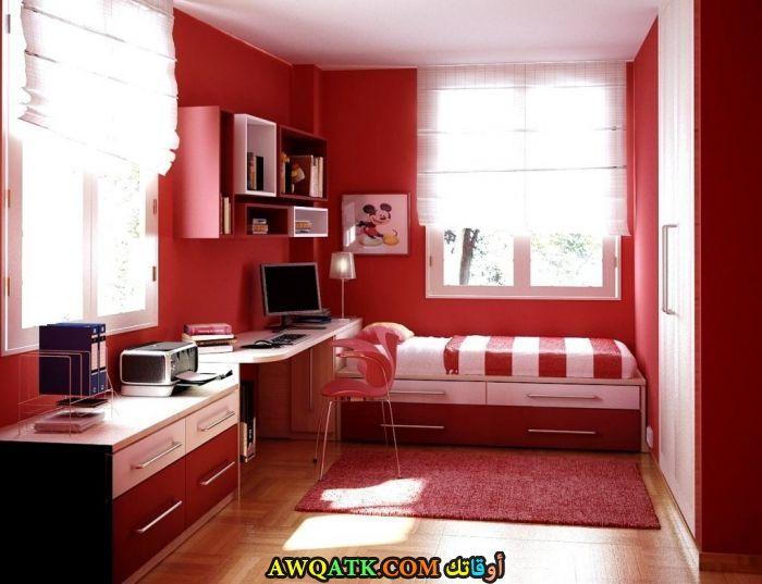 غرفة نوم جميلة باللون الأحمر
