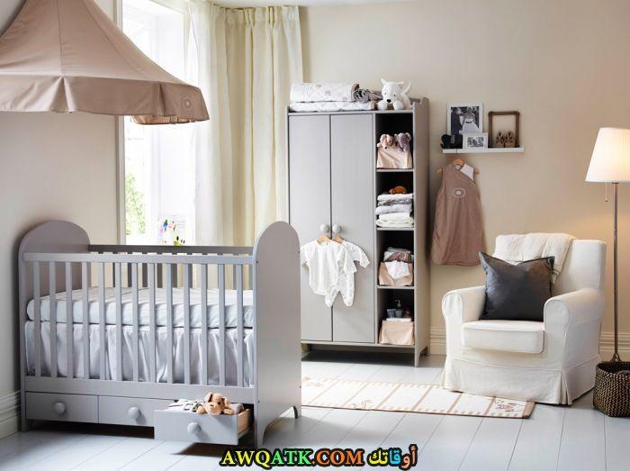 غرفة نوم باللون الرمادي جميلة